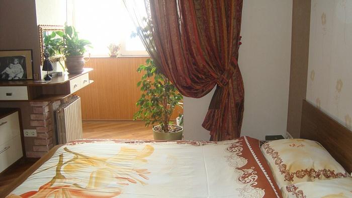 3-комнатная квартира посуточно в Днепропетровске. Ленинский район, ул. Дзержинского, 35. Фото 1
