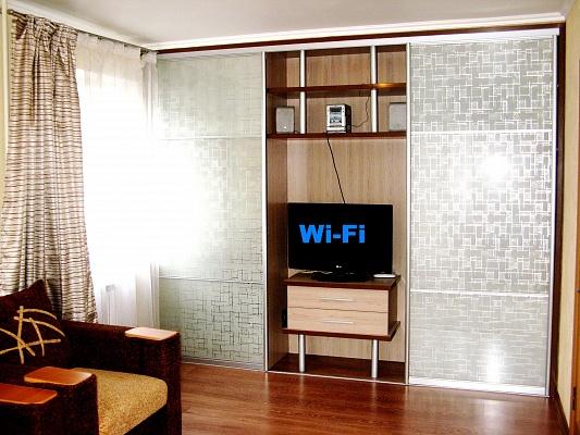 1-комнатная квартира посуточно в Кременчуге. ул. Троицкая (Красина), 101. Фото 1