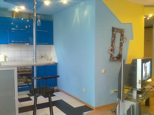 2-комнатная квартира посуточно в Донецке. Ворошиловский район, пл. Конституции, 2. Фото 1