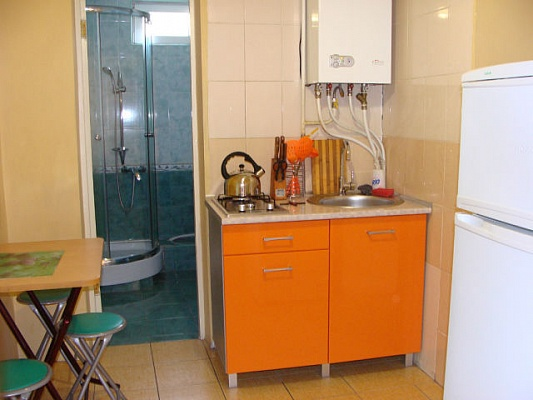 2-комнатная квартира посуточно в Алуште. ул. Багликова, 14. Фото 1