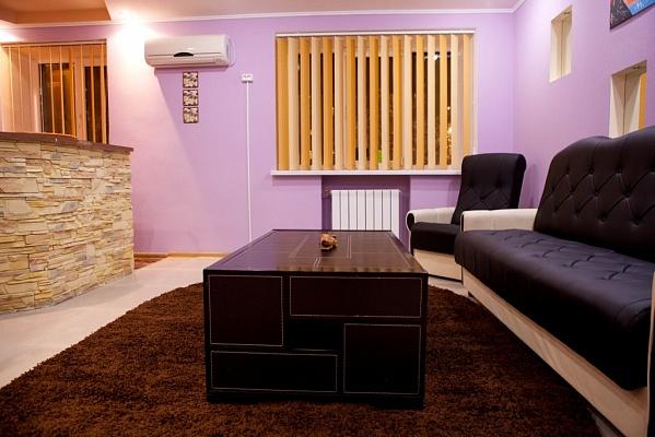 2-комнатная квартира посуточно в Запорожье. Орджоникидзевский район, пр-т Ленина, 129. Фото 1