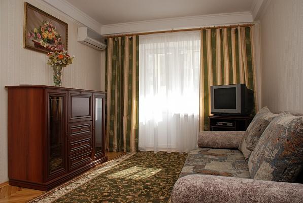 2-комнатная квартира посуточно в Киеве. Печерский район, ул.Московская, 24. Фото 1