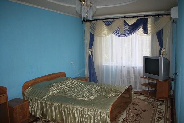 2-комнатная квартира посуточно в Алчевске. пр-т Металлургов, 29. Фото 1