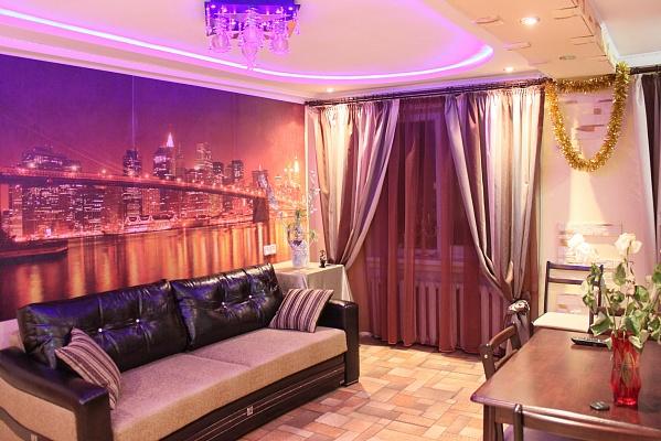 2-комнатная квартира посуточно в Алчевске. ул. Гмыри , 28 . Фото 1