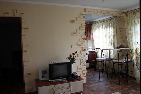 2-комнатная квартира посуточно в Алчевске. ул. Гмыри , 47. Фото 1