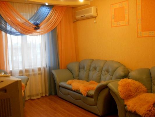 2-комнатная квартира посуточно в Алчевске. ул. Ленина , 100. Фото 1