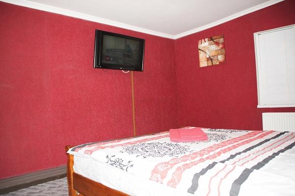 1-комнатная квартира посуточно в Житомире. ул. Домбровского, 50. Фото 1