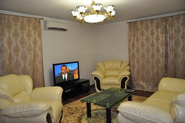 2-комнатная квартира посуточно в Мелитополе. ул. Осипенко. Фото 1