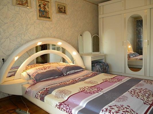 2-комнатная квартира посуточно в Запорожье. Жовтневый район, пр-т Соборный (Ленина), 110-Б. Фото 1