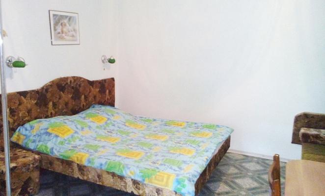 Комната  посуточно в Керчи. ул. Петра Алексеева, 5. Фото 1