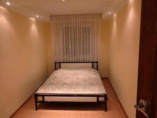 2-комнатная квартира посуточно в Луганске. Октябрьский  район, ул. Тухачевского, 28. Фото 1
