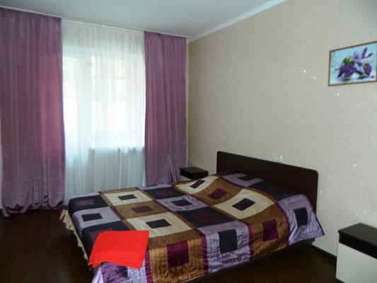 2-комнатная квартира посуточно в Харькове. Краснозаводской район, пр-т Гагарина, 46. Фото 1