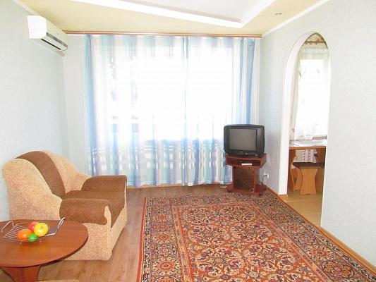 2-комнатная квартира посуточно в Керчи. ул. Дубинина, 20. Фото 1