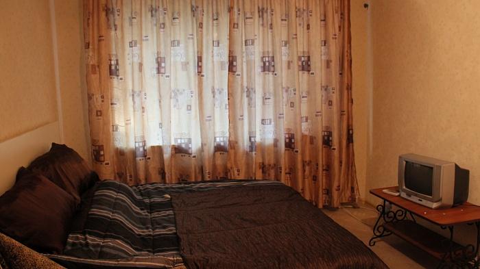 1-комнатная квартира посуточно в Василькове. ул. Грушевского, 28. Фото 1