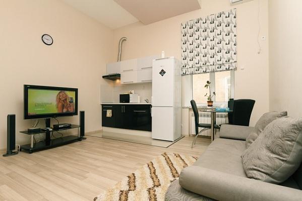 3-комнатная квартира посуточно в Киеве. Печерский район, ул. Саксаганского, 15. Фото 1