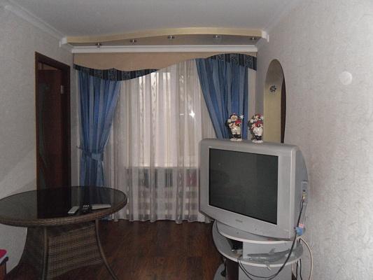 2-комнатная квартира посуточно в Мариуполе. ул. 50 лет СССР , 44. Фото 1