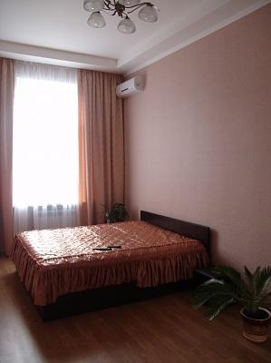 2-комнатная квартира посуточно в Киеве. Голосеевский район, Жилянская, 34. Фото 1