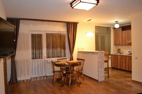 2-комнатная квартира посуточно в Луцке. ул. Пятницкая горка, 11. Фото 1