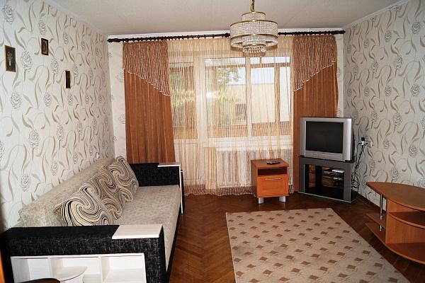 3-комнатная квартира посуточно в Киеве. Печерский район, ул. Шелковичная, 48. Фото 1