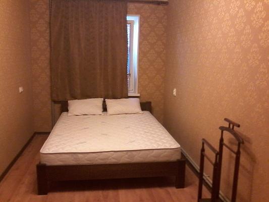 2-комнатная квартира посуточно в Керчи. ул. Свердлова, 84. Фото 1