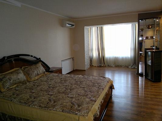 1-комнатная квартира посуточно в Кривом Роге. Саксаганский район, пр-т Мира, 35. Фото 1
