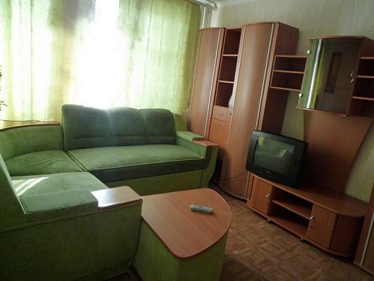 1-комнатная квартира посуточно в Черкассах. ул. Гагарина, 46. Фото 1