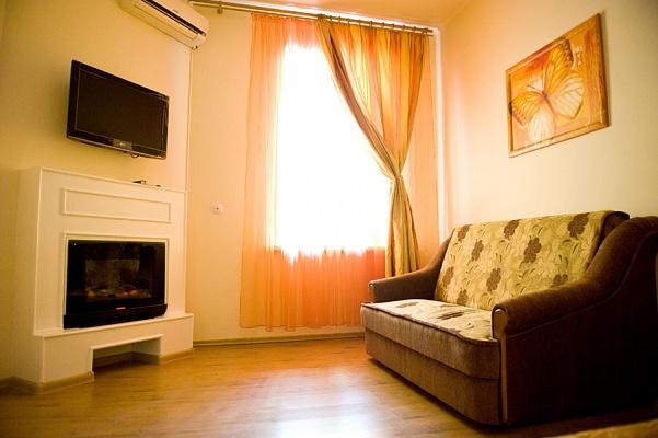 1-комнатная квартира посуточно в Одессе. Приморский район, ул. Жуковского, 40. Фото 1