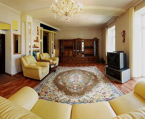 3-комнатная квартира посуточно в Севастополе. Ленинский район, ул. Большая морская, 18. Фото 1