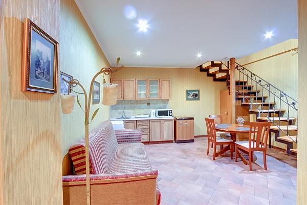2-комнатная квартира посуточно в Одессе. Приморский район, ул. Канатная, 74. Фото 1