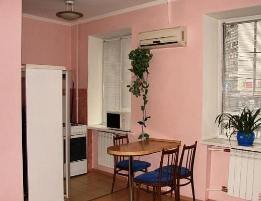 3-комнатная квартира посуточно в Никополе. ул. Шевченко, 185. Фото 1