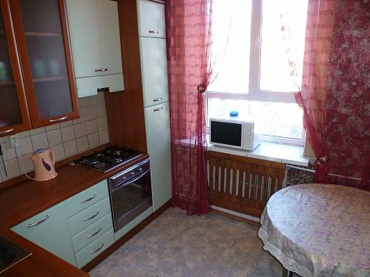 2-комнатная квартира посуточно в Днепропетровске. Бабушкинский район, пр-т Карла Маркса, 53а. Фото 1