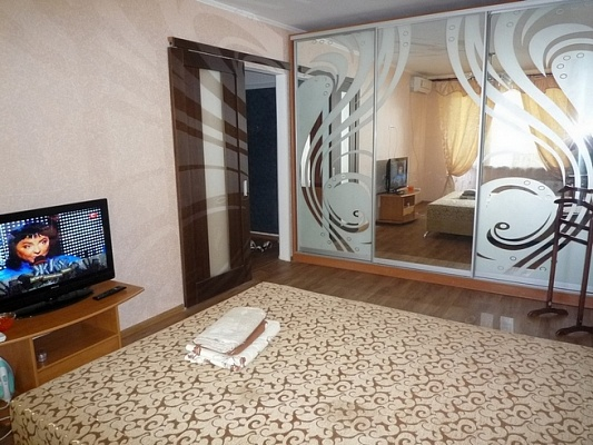 1-комнатная квартира посуточно в Черкассах. ул. Благовестная, 330. Фото 1