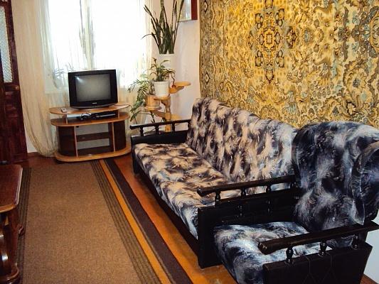 2-комнатная квартира посуточно в Ровно. ул. Черняка, 14. Фото 1