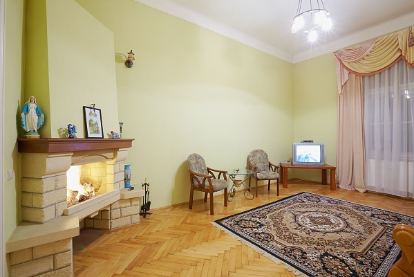 2-комнатная квартира посуточно в Львове. Галицкий район, ул. Митрополита Андрея, 8. Фото 1