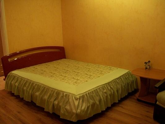2-комнатная квартира посуточно в Черкассах. ул. Небесной Сотни, 2. Фото 1