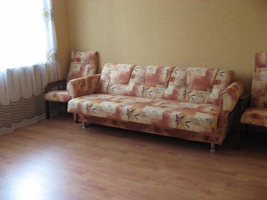 2-комнатная квартира посуточно в Бердянске. ул. Свободы, 18. Фото 1