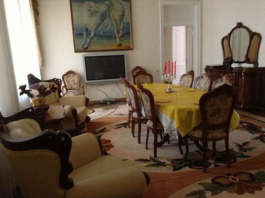 5-комнатная квартира посуточно в Одессе. Приморский район, ул. Щепкина, 18. Фото 1