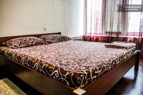 2-комнатная квартира посуточно в Киеве. Печерский район, ул. Большая Васильковская, 51. Фото 1