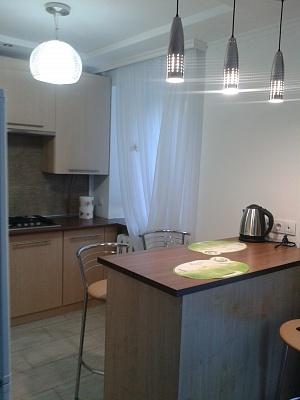 1-комнатная квартира посуточно в Луганске. Ленинский район, квартал Алексеева, 16. Фото 1