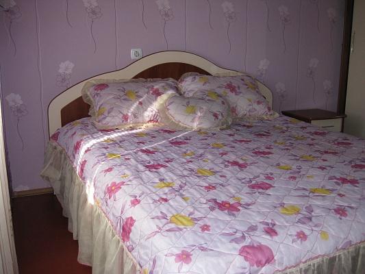 2-комнатная квартира посуточно в Белой Церкви. ЛЕВАНЕВСКОГО. Фото 1
