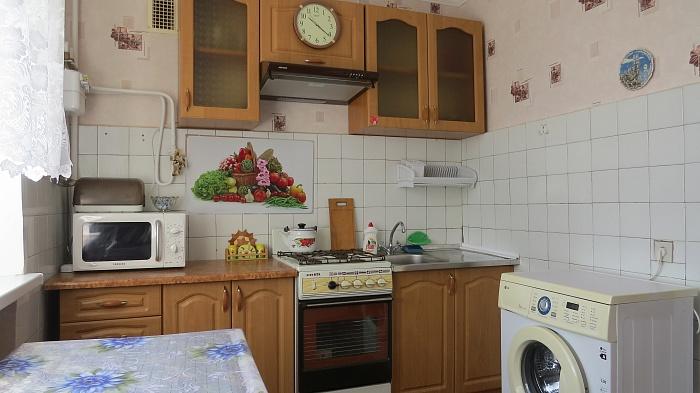 1-комнатная квартира посуточно в Бердянске. пер. Ростовский, 2. Фото 1