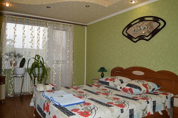1-комнатная квартира посуточно в Днепродзержинске. ул. Медицинская, 6-а. Фото 1