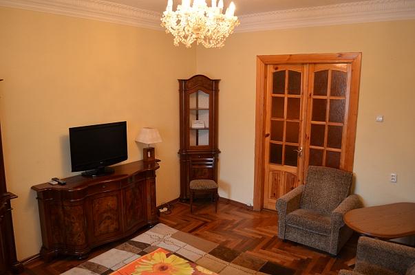 2-комнатная квартира посуточно в Запорожье. Жовтневый район, пр-т Ленина, 91. Фото 1