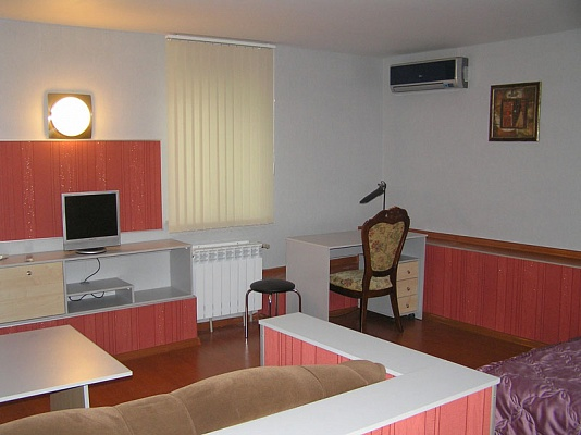 1-комнатная квартира посуточно в Мариуполе. ул. Артема, 52. Фото 1