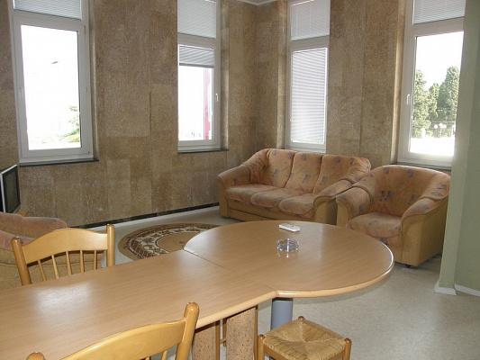 2-комнатная квартира посуточно в Алуште. ул. Ленина, 13. Фото 1