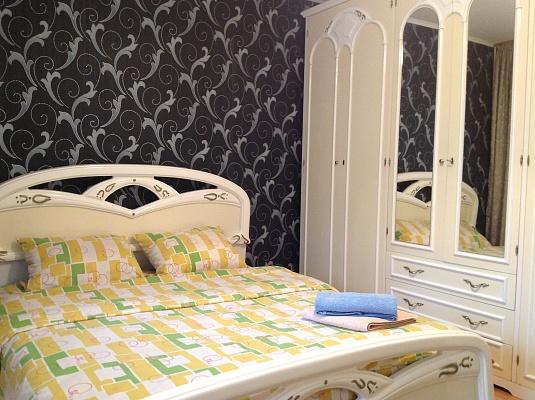 3-комнатная квартира посуточно в Киеве. Голосеевский район, ул. Горького, 100. Фото 1