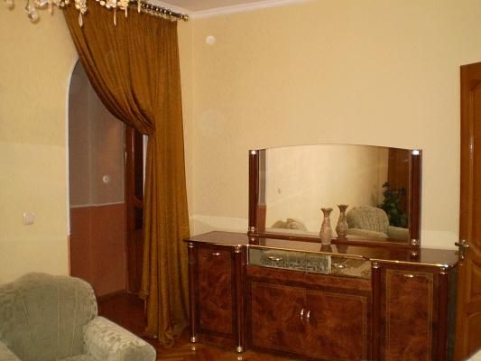 3-комнатная квартира посуточно в Севастополе. Ленинский район, ул. Ген.Петрова. Фото 1