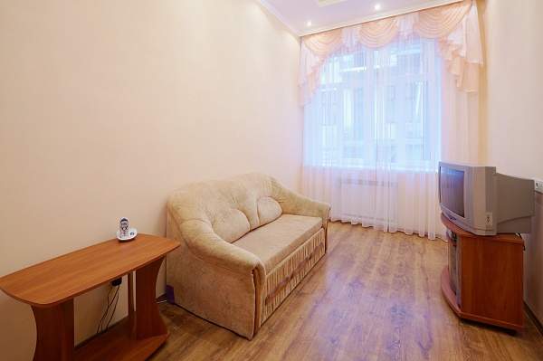 1-комнатная квартира посуточно в Киеве. Деснянский район, ул. В. Стуса , 5. Фото 1