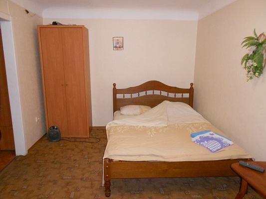 1-комнатная квартира посуточно в Днепропетровске. Октябрьский район, пр-т Гагарина, 141. Фото 1