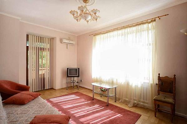 3-комнатная квартира посуточно в Киеве. Шевченковский район, ул. Костельная, 7. Фото 1